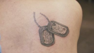 Tatouage de Lisa : un Dog Tags